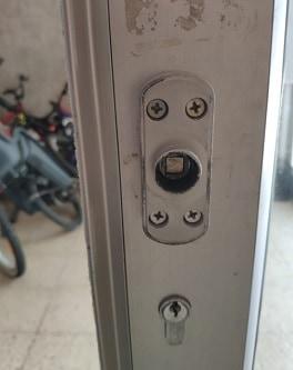 תיקון דלתות בהוד השרון